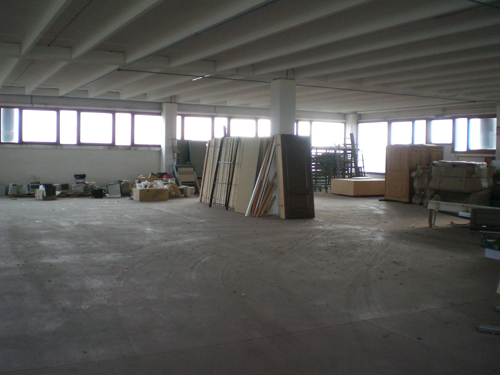 capannone sestu interno